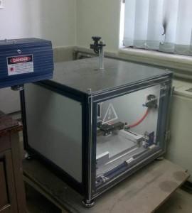 کابین پردازش لیزر مربوط به لیزر تخقیقاتی CO2 با سیستم حرکتی دو محور